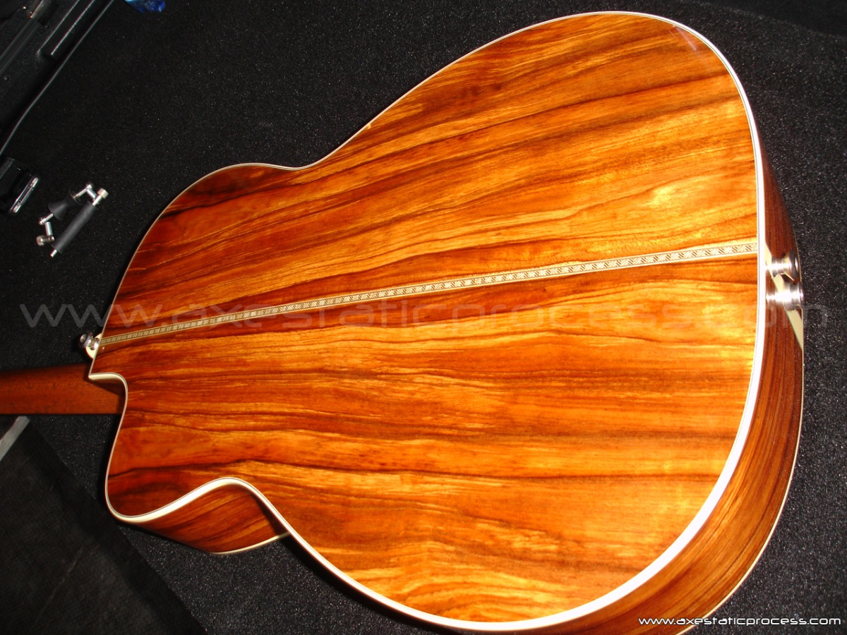 The gorgeous back of the Bourgeois 12-Fret OM